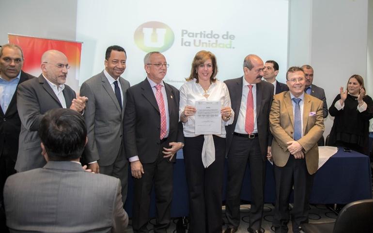 El Partido de la U entregó aval oficial a Clara Luz Roldán como candidata a la Gobernación del Valle del Cauca